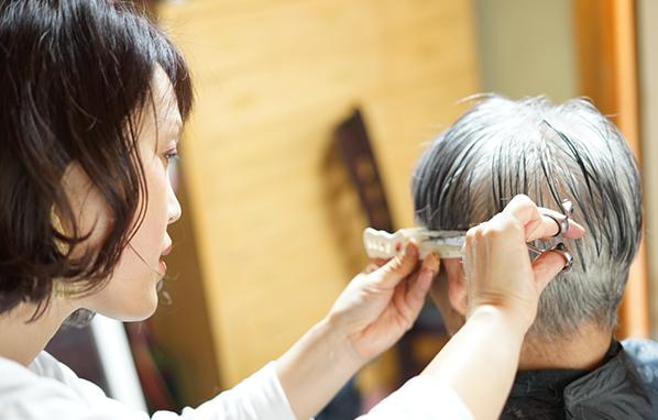 京都・伏見の出張カット 介護福祉のための理容・美容『訪問カットピース』
